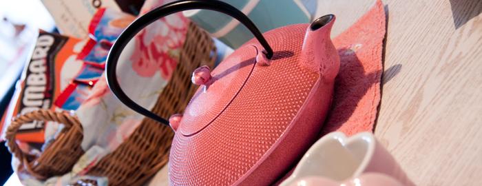 ピンクの鉄瓶